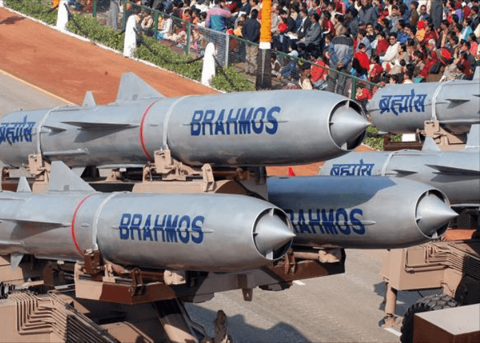 supersonique India has launched a series of tests of the BrahMos supersonic cruise missile with the successful operational firing of the ground attack version of the weapon on Nov. 24 브라모스 БраМос